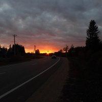 закат на дороге :: Владимир