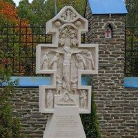 Поклонный крест в память погибших воинов, :: Александр Качалин