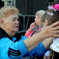 Бабушкина забота.... :: Дмитрий Иншин