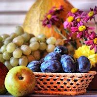 Натюрморт с фруктами :: TATYANA PODYMA