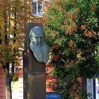 памятник Л.Н. Толстому :: Александр Корчемный
