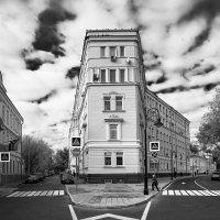 Слияние улицы Спиридоновка (слева) и Гранатного переулка. :: Роман Полианчик