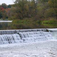 Лосось идёт на нерест преодолевая водопады...(1) :: Юрий Поляков