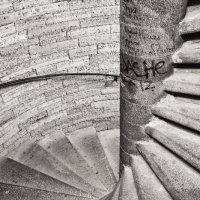 """""""вверх по лестнице идущей вниз"""" :: Maria S."""