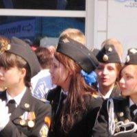 Девушки-кадеты на параде в День Победы :: Дмитрий Никитин
