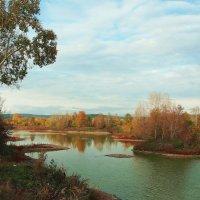 Еще не все деревья сменили свой наряд,еще трава зеленая радует наш взгляд... :: Александр Попов