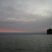 """Форт """"Александр"""" и дамба на закате :: Марина Домосилецкая"""