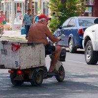 Когда байкер работает коробейником...)) :: Владимир Хиль