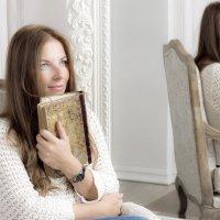Женщина с книгой :: Надежда Абрамян