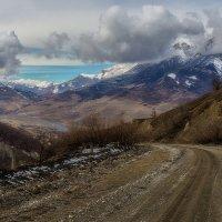 На горной дороге :: Олег Фролов