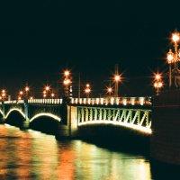 Дворцовый мост, Санкт-Петербург (плёночное фото) :: Евгений Дмитриев