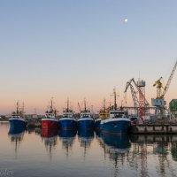 Утро в тихой гавани :: Леонид Соболев