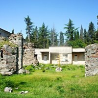 Часовня, представляющая собой руины, сложенные из тёмно-серого камня. IV в. :: Елена Павлова (Смолова)