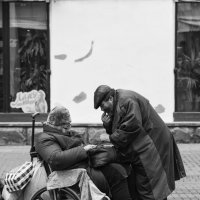 Мать, денежку, денежку давай! :: Александр Степовой