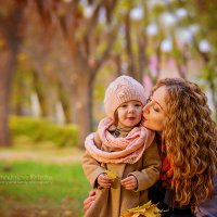 Осенняя прогулка маленькой Софии :: Криcтина Байрамкулова