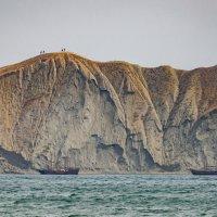 Коктебельская бухта. Корабли прячутся от шторма :: Николай Ефремов