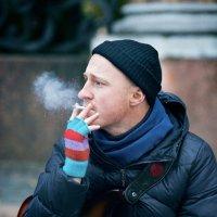 Уличный музыкант. :: Павел Новоселов