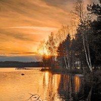 Закат на Даниковском озере :: Валерий Талашов