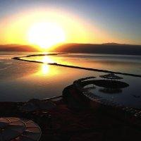 Восход на Мёртвом море :: Евгений Дубинский