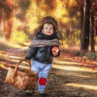 Мужичок с ноготок идет к бабулечке :: Tatsiana Latushko