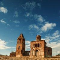 Неизвестная старая церковь :: Вадим