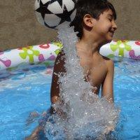 Взлет мяча из-под воды... :: Gudret Aghayev