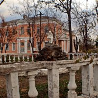 в старом парке :: Александр Корчемный