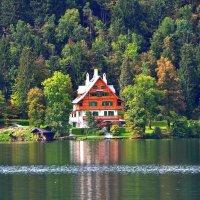 домик на озере Блед :: Евгений Дубинский
