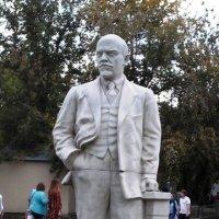 Белая статуя красного лидера :: Дмитрий Никитин