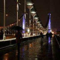 Под зонтом по мосту :: Татьяна [Sumtime]