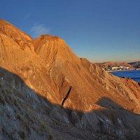 В лучах закатного солнца алеют скалы и мысы :: viton