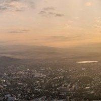 Закат над городом :: Александр Комарских