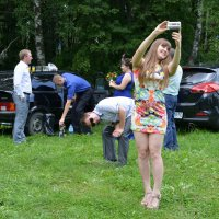 Селфи на лесной поляне 2 :: Николай Варламов