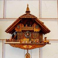часы с кукушкой в деревне Обераммергау :: Лора Я