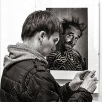 Юра Шипицин - На фотовыставке :: Фотоконкурс Epson