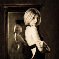 Девушка в черном платье :: Андрей Куликов