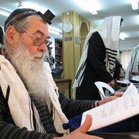 """88. автопортрет в бейт-кнесете """"бейт Ицхак"""" год 5774 :: Mordechai Novenkii"""