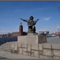 Памятник Эверту Тобу :: Вера