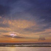 Летний закат на рыбхозе :: Юрий Клишин