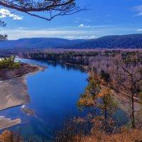 Внизу река :: Анатолий Иргл