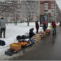 Уличная торговля в не базарный день. :: Роланд Дубровский