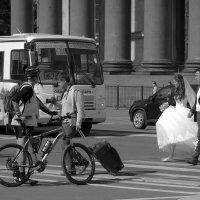 Искушенные мужчины доверяют автобусному парку №6. :: Евгения Кирильченко