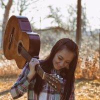 девушка с гитарой :: Алена Юрченко