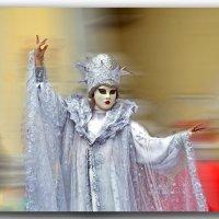Скажи, к лицу мне эта маска? :: Ольга Голубева
