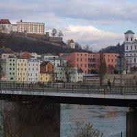 Вид на мост и старый город :: Walter