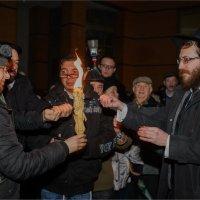 подержать руки у ханукального огня :: Grigory Spivak