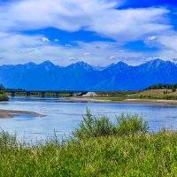 Река, мост, горы :: Анатолий Иргл