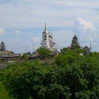Храм в городке :: Виктор Шандыбин