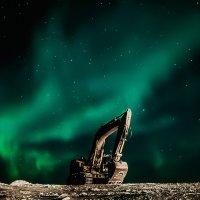 На фоне сияющего неба. :: Юрий Харченко