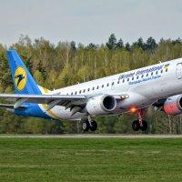 01 мая 2015 года. Embraer  190STD, аэропорт Минск-2 (UMMS) :: Сергей Коньков